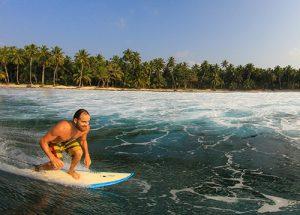 Mauricio Surfing