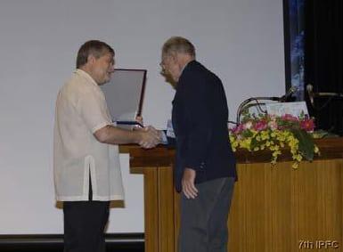 IPFC7 Jack Randall receiving the Bleeker Award