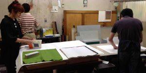 Printing texts on the fabric at Silk Screen Workshop 'Kuriya Graphic' in Musashino City, next to Suginami ward where Youkobo is located.