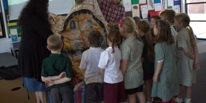 Student engage with traditional Aboriginal culture with artistNgardarb Riches