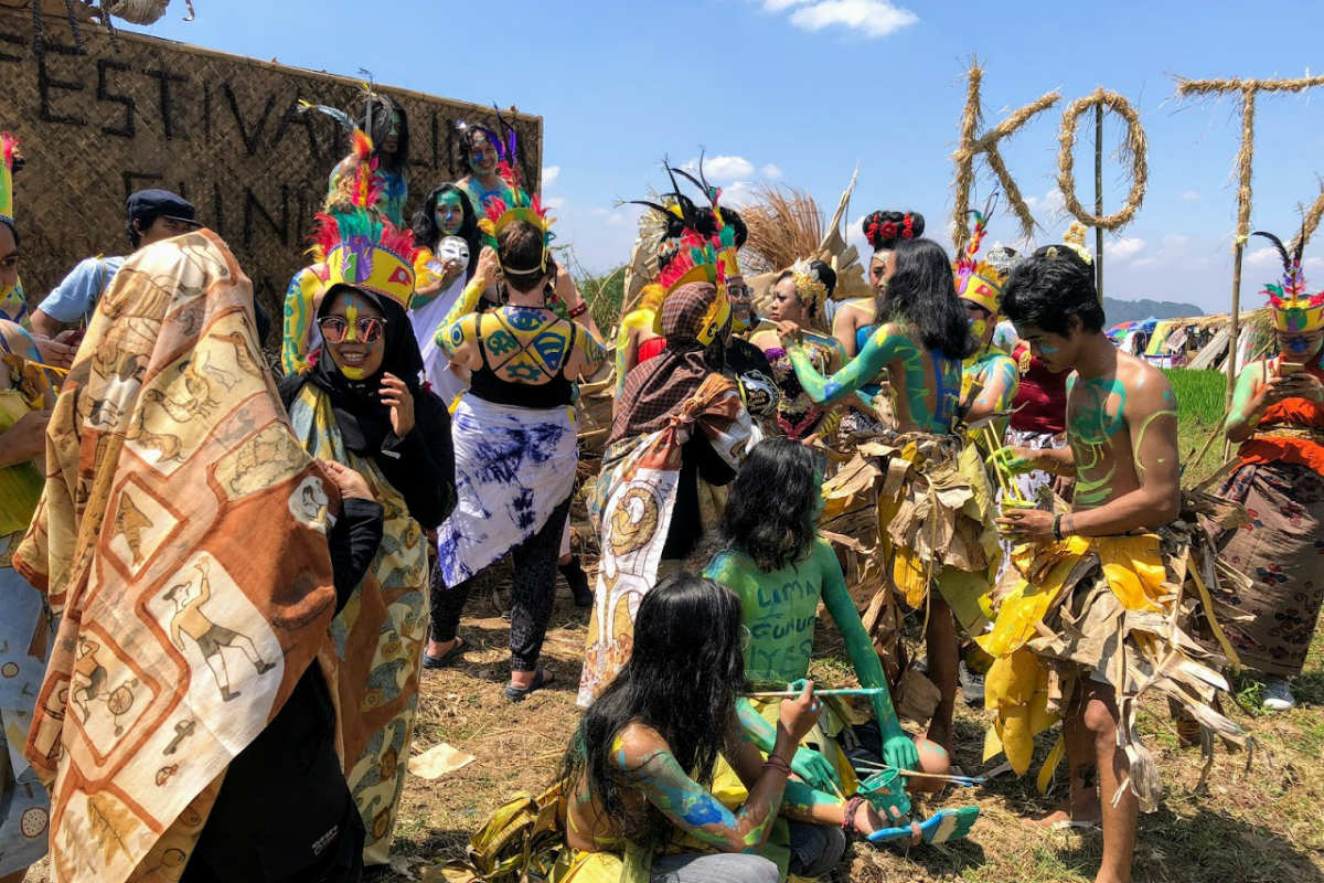 Victorian College of the Arts and Indonesian Institute of the Arts participants preparing for performance at the 17th Festival Lima Gunung, Wonolelo, Java, Indonesia, August 2018. Photo by Ruth DeSouza.