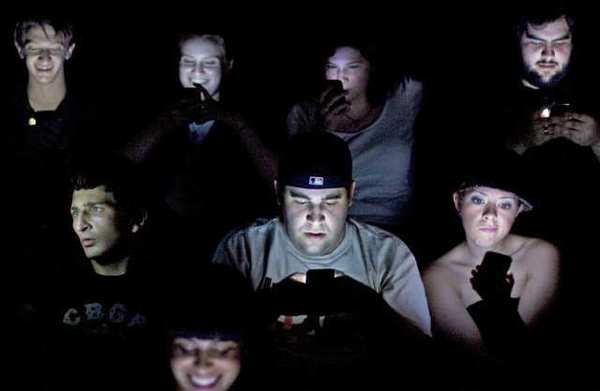 texting-in-a-theatre